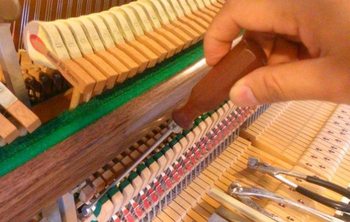 สายเปียโนเป็นสนิม ส่งผลต่อการเล่นเปียโนอย่างไร ต้องซ่อมแซมหรือไม่